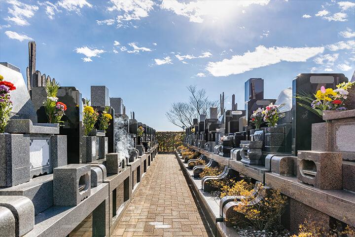 墓地と墓石