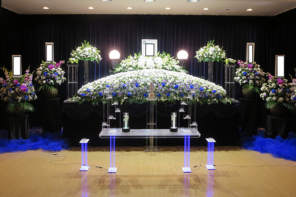 お花いっぱいで故人を送り出す…そんなニーズの家族葬が増えてきてます