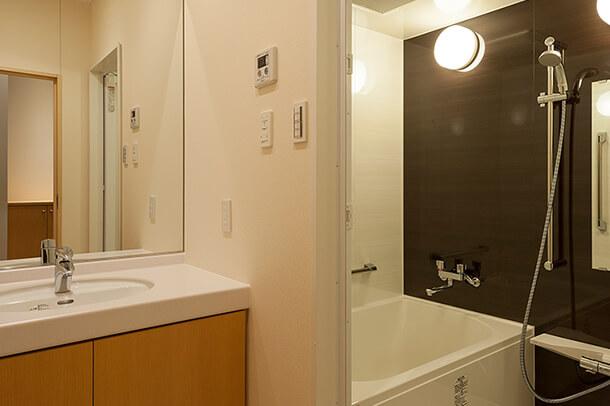 親族控室浴室完備