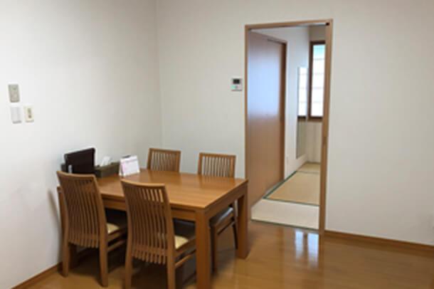 4F 親族控室(洋室)