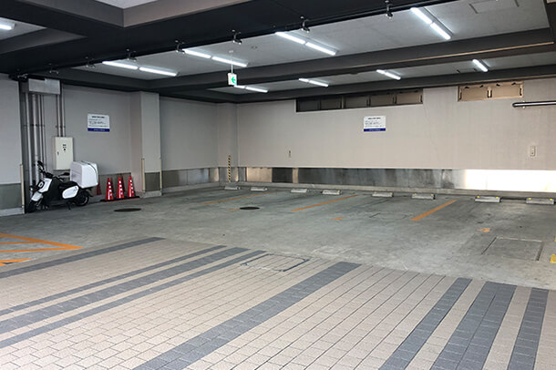 1F 館内駐車場