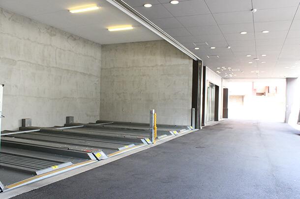 1F 駐車場