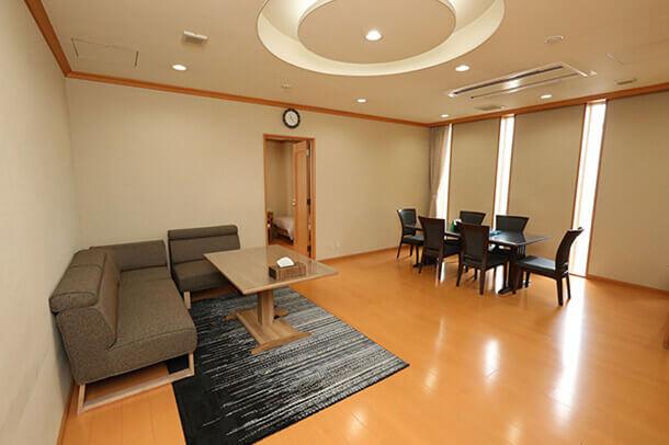 2F 親族控室(洋室)