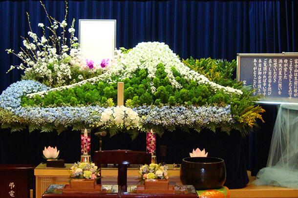 故人様を偲んだオリジナル生花祭壇