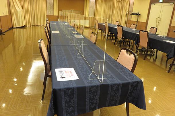 会食場アクリル板で仕切り設置
